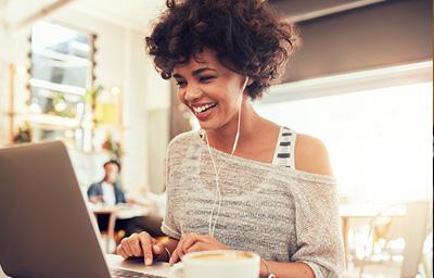apple-woman-laptop